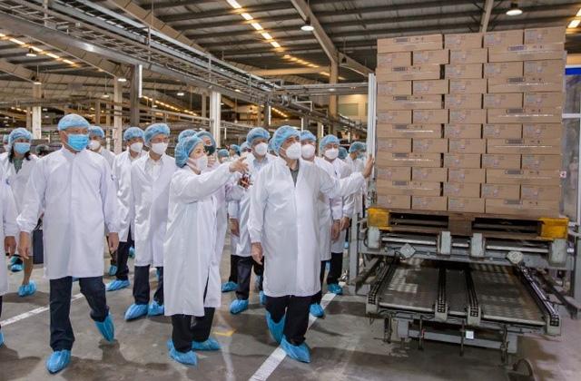 Thủ tướng đánh giá Vinamilk là doanh nghiệp điển hình vừa sản xuất, vừa chiến đấu trong dịch covid-19 - Ảnh 8.