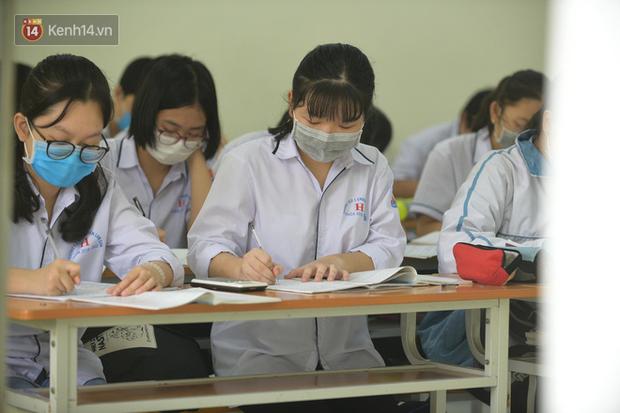 Thi lớp 10 ở Hà Nội: Không bật điều hoà, cha mẹ không được tập trung ở cổng trường - Ảnh 2.