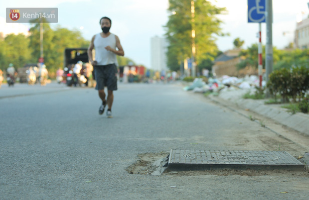 Ảnh: Đại lộ nghìn tỷ Chu Văn An nhếch nhác rác thải, vật liệu xây dựng sau 7 năm thi công - Ảnh 13.