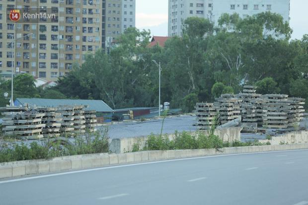 Ảnh: Đại lộ nghìn tỷ Chu Văn An nhếch nhác rác thải, vật liệu xây dựng sau 7 năm thi công - Ảnh 14.