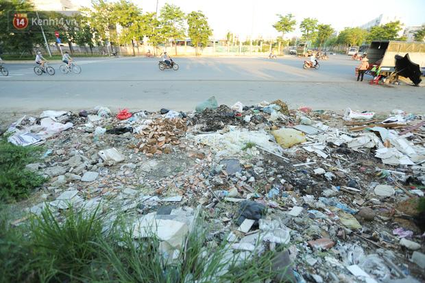 Ảnh: Đại lộ nghìn tỷ Chu Văn An nhếch nhác rác thải, vật liệu xây dựng sau 7 năm thi công - Ảnh 6.