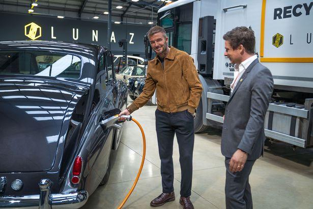 Danh thủ David Beckham chơi lớn khi mua 10% cổ phần hãng xe điện hóa Rolls-Royce, Jaguar và Range Rover - Ảnh 1.