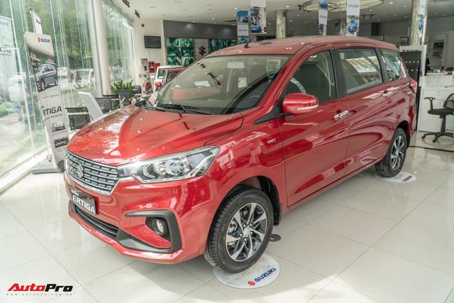 Suzuki Ertiga giảm sốc gần 70 triệu tại đại lý: Bản full option chưa đến 500 triệu, quyết cạnh tranh Mitsubishi Xpander - Ảnh 1.