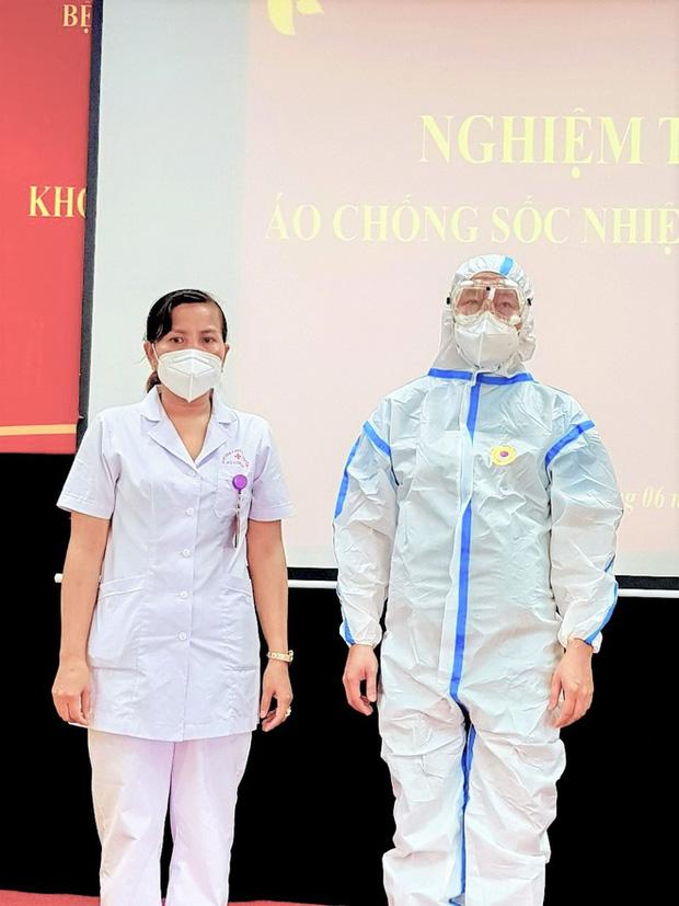 Phát minh vừa rẻ vừa tiện giúp các y bác sĩ ở Bắc Giang chống cái nóng cháy da thịt - Ảnh 2.