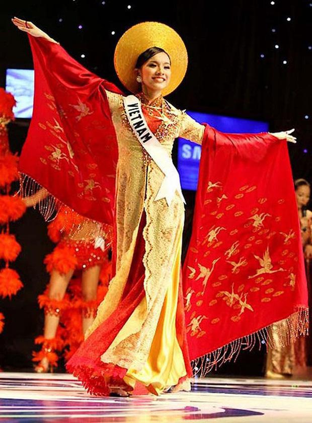 Hoa hậu Hoàn vũ Việt Nam đầu tiên trong lịch sử: Lấy chồng rồi biệt tích hơn 10 năm, giờ có cặp nhóc tỳ nhìn phát mê, quan điểm giáo dục đáng học hỏi - Ảnh 1.