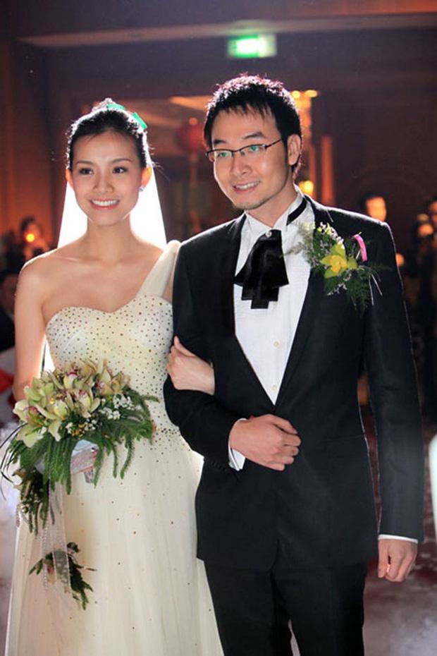 Hoa hậu Hoàn vũ Việt Nam đầu tiên trong lịch sử: Lấy chồng rồi biệt tích hơn 10 năm, giờ có cặp nhóc tỳ nhìn phát mê, quan điểm giáo dục đáng học hỏi - Ảnh 3.