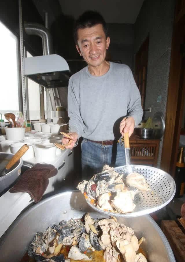 Chuyện đời buồn của đại gia du lịch Đài Loan nức tiếng một thời: Mất tất cả vì bất động sản đến mức phải đi bán gà chiên, trả gần hết nợ thì đột ngột qua đời vì làm việc quá sức  - Ảnh 3.