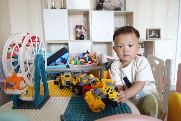 Nỗi lo của người trưởng thành Trung Quốc: Làm thế nào tôi đủ khả năng nuôi con khi áp lực cuộc sống quá cao? - Ảnh 1.