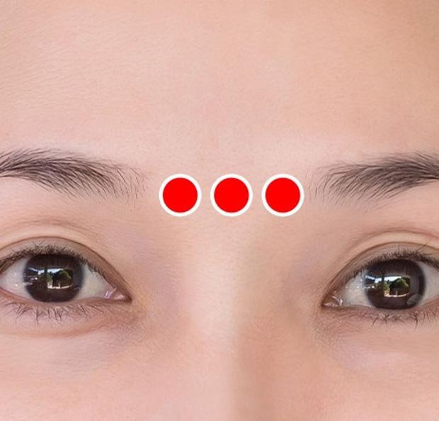 Bài tập 1 phút của người Nhật để ngăn ngừa và loại bỏ nếp nhăn quanh mắt cực hiệu quả - Ảnh 3.
