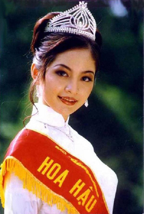 Việt Nam có một hoa hậu hai lần đăng quang, không chỉ xinh đẹp mà học vấn rất đỉnh, nhan sắc sau 25 năm vẫn gây thương nhớ - Ảnh 1.