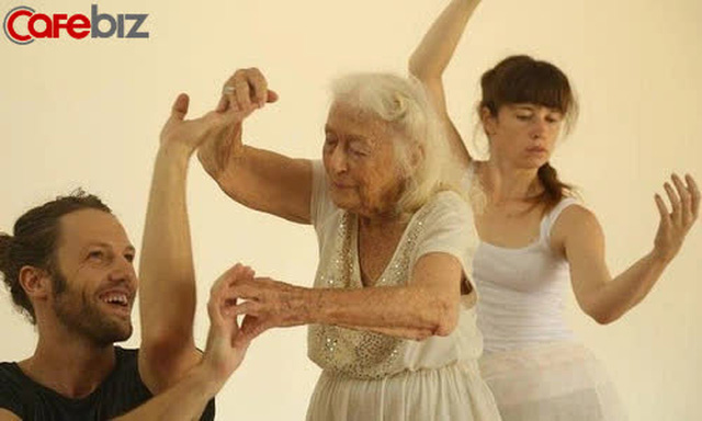Bí quyết sống thọ của cụ bà 106 tuổi: Không kết hôn, không mua nhà, chỉ tập trung nhảy múa hưởng thụ cuộc sống - Ảnh 3.