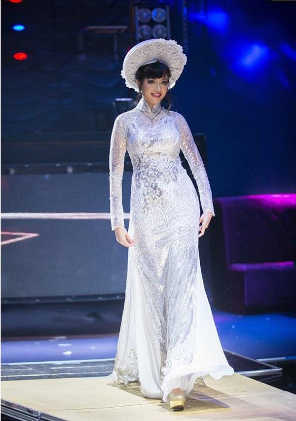Việt Nam có một hoa hậu hai lần đăng quang, không chỉ xinh đẹp mà học vấn rất đỉnh, nhan sắc sau 25 năm vẫn gây thương nhớ - Ảnh 4.
