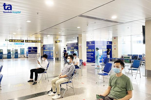 Sân bay Tân Sơn Nhất đã có test nhanh Covid-19 cho hành khách với giá 540.000 đồng/người - Ảnh 1.