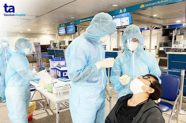 Sân bay Tân Sơn Nhất đã có test nhanh Covid-19 cho hành khách với giá 540.000 đồng/người - Ảnh 2.