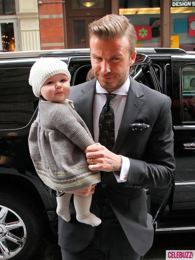 Harper Beckham thay đổi qua 10 năm: Từ bé đã được Tổng biên tập Vogue o bế, đi sự kiện át cả bố mẹ cực phẩm - Ảnh 1.