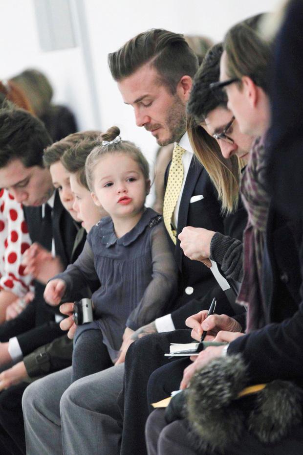 Harper Beckham thay đổi qua 10 năm: Từ bé đã được Tổng biên tập Vogue o bế, đi sự kiện át cả bố mẹ cực phẩm - Ảnh 2.