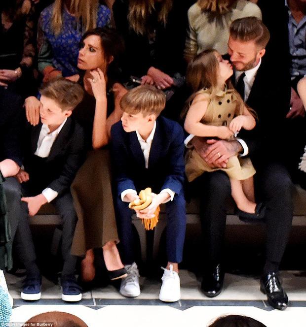 Harper Beckham thay đổi qua 10 năm: Từ bé đã được Tổng biên tập Vogue o bế, đi sự kiện át cả bố mẹ cực phẩm - Ảnh 11.