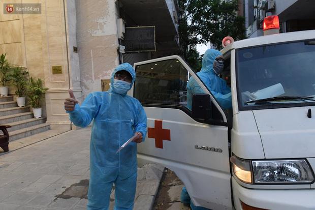 Hà Nội: Phong tỏa, đưa người của khách sạn, quán ăn trên phố Bùi Thị Xuân đi cách ly sau 5 ca dương tính SARS-CoV-2 - Ảnh 11.