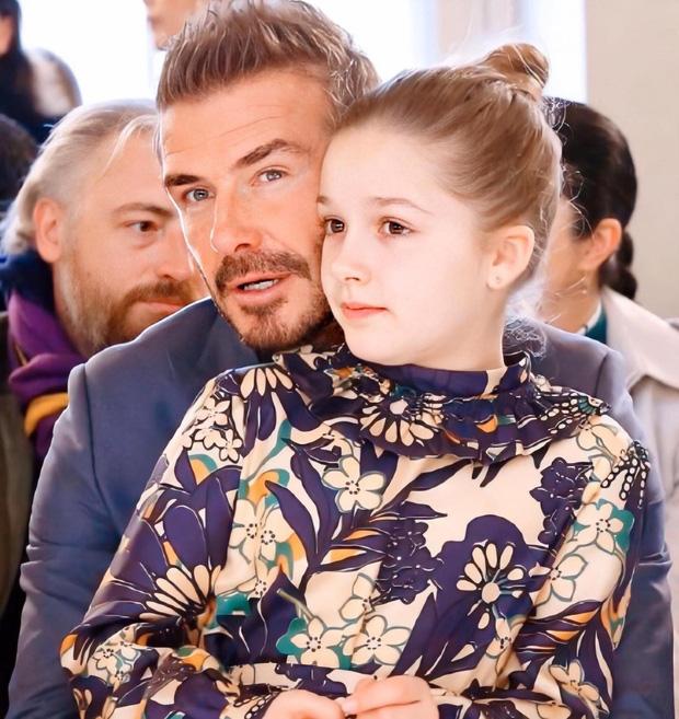 Harper Beckham thay đổi qua 10 năm: Từ bé đã được Tổng biên tập Vogue o bế, đi sự kiện át cả bố mẹ cực phẩm - Ảnh 12.