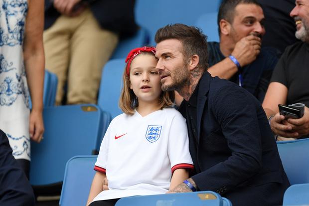 Harper Beckham thay đổi qua 10 năm: Từ bé đã được Tổng biên tập Vogue o bế, đi sự kiện át cả bố mẹ cực phẩm - Ảnh 14.