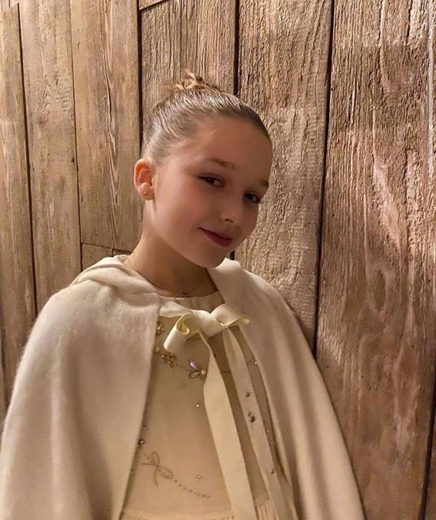 Harper Beckham thay đổi qua 10 năm: Từ bé đã được Tổng biên tập Vogue o bế, đi sự kiện át cả bố mẹ cực phẩm - Ảnh 16.