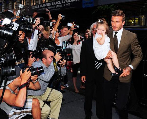 Harper Beckham thay đổi qua 10 năm: Từ bé đã được Tổng biên tập Vogue o bế, đi sự kiện át cả bố mẹ cực phẩm - Ảnh 3.
