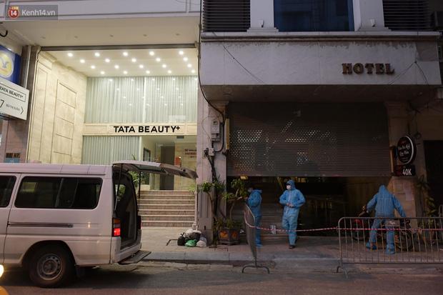 Hà Nội: Phong tỏa, đưa người của khách sạn, quán ăn trên phố Bùi Thị Xuân đi cách ly sau 5 ca dương tính SARS-CoV-2 - Ảnh 3.