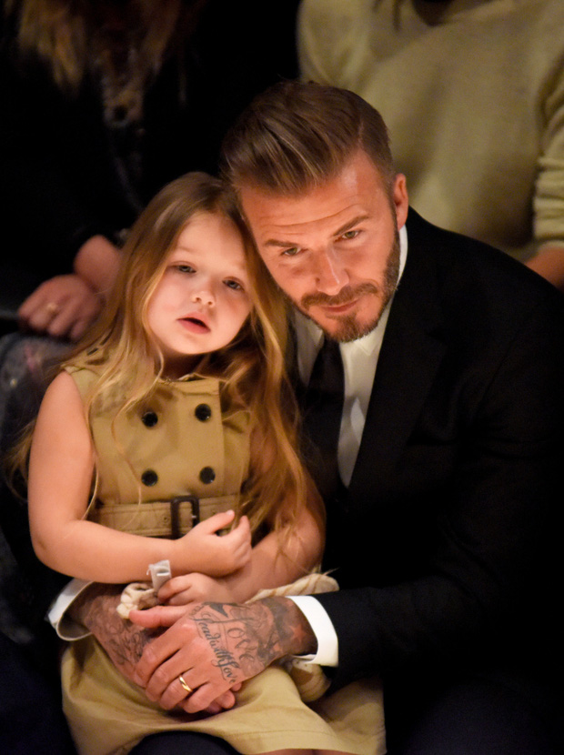 Harper Beckham thay đổi qua 10 năm: Từ bé đã được Tổng biên tập Vogue o bế, đi sự kiện át cả bố mẹ cực phẩm - Ảnh 4.
