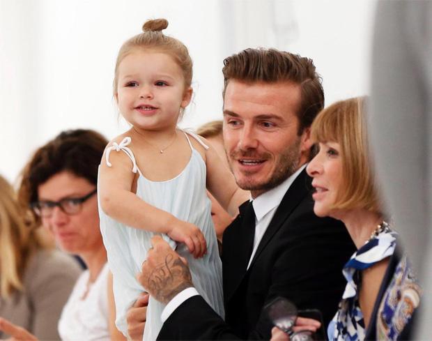 Harper Beckham thay đổi qua 10 năm: Từ bé đã được Tổng biên tập Vogue o bế, đi sự kiện át cả bố mẹ cực phẩm - Ảnh 5.