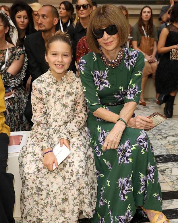 Harper Beckham thay đổi qua 10 năm: Từ bé đã được Tổng biên tập Vogue o bế, đi sự kiện át cả bố mẹ cực phẩm - Ảnh 6.
