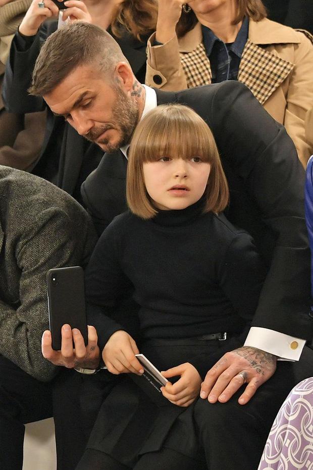 Harper Beckham thay đổi qua 10 năm: Từ bé đã được Tổng biên tập Vogue o bế, đi sự kiện át cả bố mẹ cực phẩm - Ảnh 7.