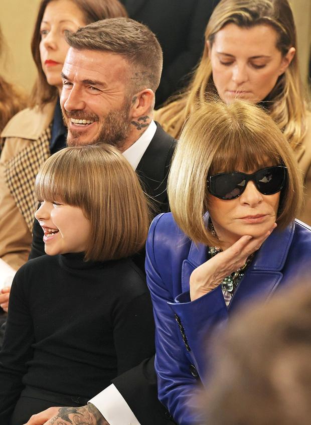 Harper Beckham thay đổi qua 10 năm: Từ bé đã được Tổng biên tập Vogue o bế, đi sự kiện át cả bố mẹ cực phẩm - Ảnh 8.