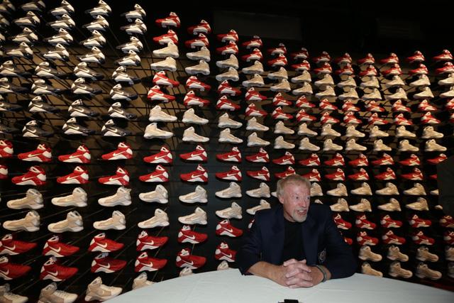"""""""Cha đẻ"""" Nike: Từ gã nghiện giày đi bán rong đến chủ nhân đế chế tỷ đô và câu nói """"con không bao giờ đi giày bố bán"""" chưa từng nguôi nhói đau - Ảnh 9."""