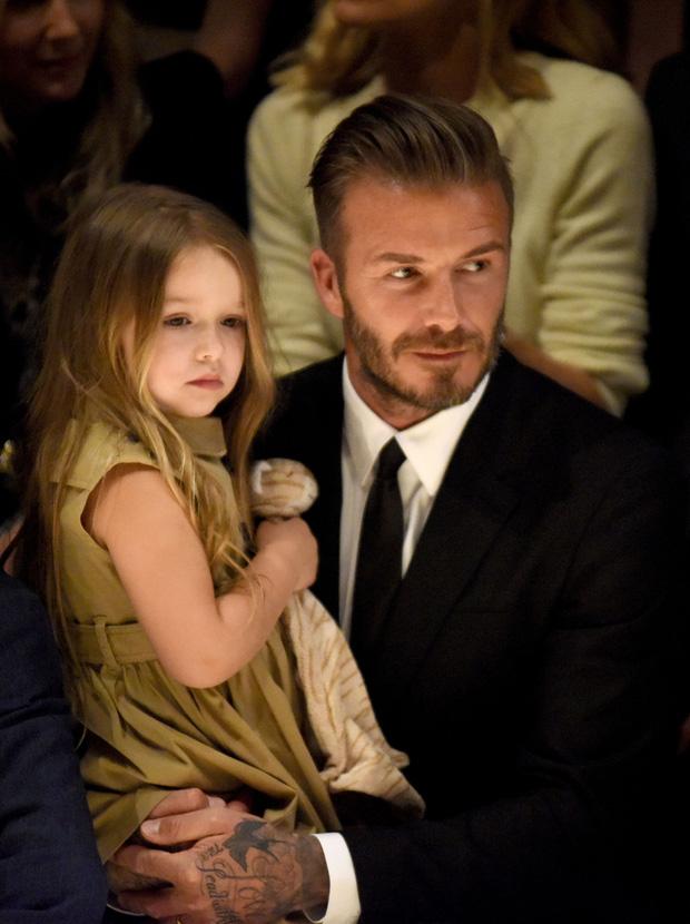 Harper Beckham thay đổi qua 10 năm: Từ bé đã được Tổng biên tập Vogue o bế, đi sự kiện át cả bố mẹ cực phẩm - Ảnh 9.