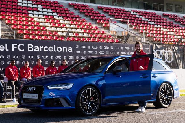 Điểm qua bộ sưu tập xe nghìn tỷ của Lionel Messi, chiếc Ferrari gây ấn tượng khi có giá quy đổi lên đến 850 tỷ đồng - Ảnh 9.