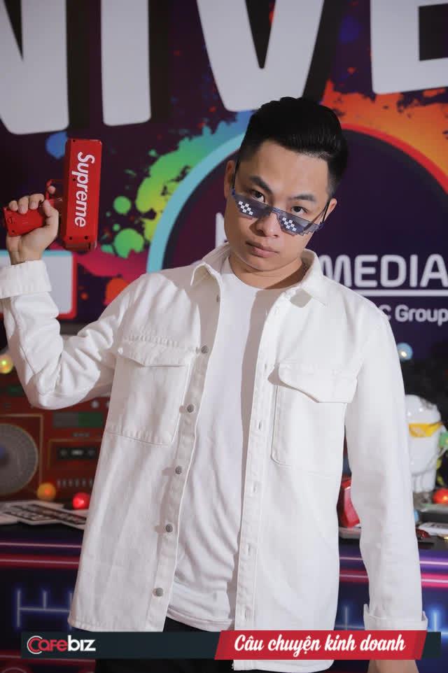 """Founder Nobita.pro thách thức Shark Phú """"anh đố gì khó hơn đi"""": Là KOL máu mặt giới marketing chạy ads, sở hữu công ty làm TikTok cho Nhật Anh Trắng, Vlog 1977, Binz... - Ảnh 2."""