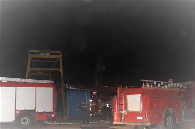Quảng Ninh: Cháy xưởng lốp trên 4.000m2 gây thiệt hại nặng nề - Ảnh 1.
