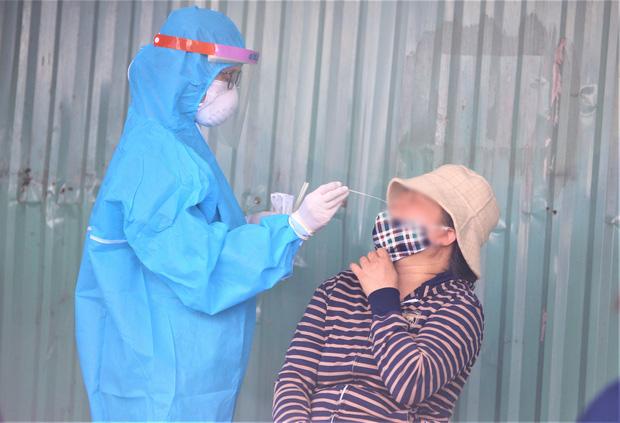 Đà Nẵng phát hiện thêm 1 ca nhiễm SARS-CoV-2 trong cộng đồng chưa rõ nguồn lây là nữ chủ quán hớt tóc - Ảnh 1.