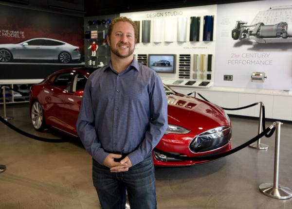 Bản CV đẹp như mơ của Giám đốc Phát triển thị trường của VinFast Mỹ: 10 năm đầu quân cho Tesla, từng quản lý nghệ sĩ, tốt nghiệp 2 trường đại học - Ảnh 2.