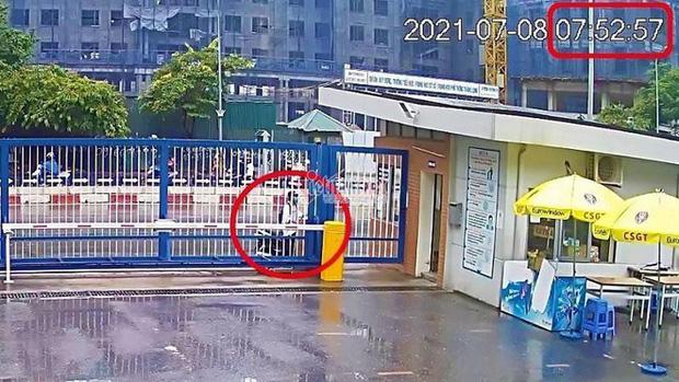 Kết luận chính thức: Nam sinh Hà Nội đi thi muộn, khóc thảm thiết trước cổng trường có được thi lại đợt 2? - Ảnh 1.