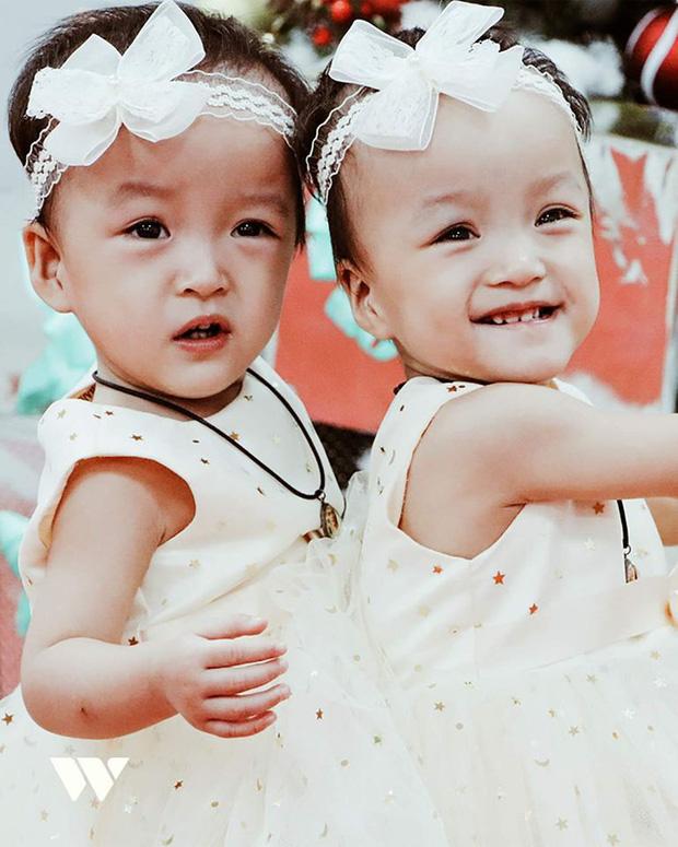 Trúc Nhi - Diệu Nhi sau 1 năm phẫu thuật tách rời: 2 thiên thần đáng yêu, đã tự sinh hoạt như bao em nhỏ khác - Ảnh 4.
