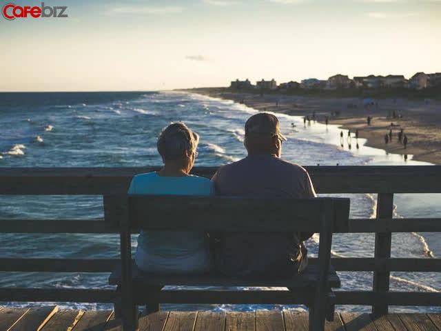 Nhà tâm lý học 87 tuổi giải thích lý do hầu hết mọi người hạnh phúc hơn ở độ tuổi 80 - Ảnh 1.