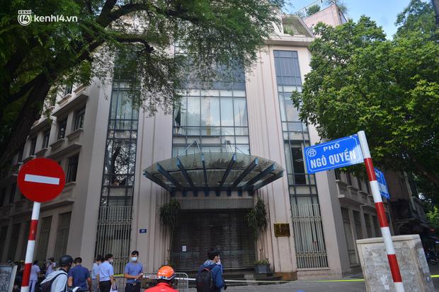 Hà Nội: Phong tỏa tạm thời trụ sở Bộ Công Thương sau khi ca mắc Covid-19 từng đến chuyển công văn - Ảnh 1.