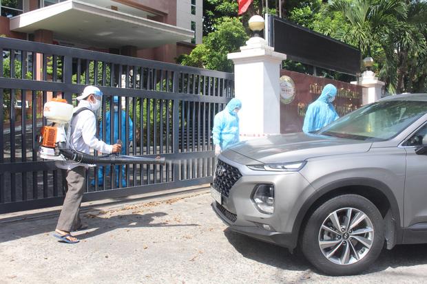 60 nhân viên Ngân hàng Nhà nước ở Đà Nẵng phải cách ly tại trụ sở vì đồng nghiệp mắc Covid-19 - Ảnh 3.