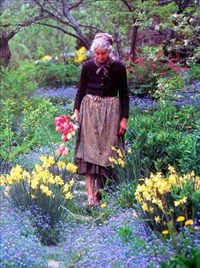 Cuộc sống bình yên ở nơi thôn quê đẹp như vẽ tranh của cụ bà 92 tuổi khiến ai ai cũng ngưỡng mộ: Làm mỏi mệt cả đời chỉ để mong lúc già bỏ phố về quê, trồng cây nuôi cá, sống đời an nhiên thế này - Ảnh 14.