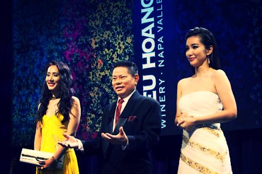Hoàng Kiều: Cả đời gắn bó với lĩnh vực huyết tương, trở thành tỷ phú nhờ doanh nghiệp hoạt động tại Trung Quốc, thích làm từ thiện và mê hoa hậu - Ảnh 3.