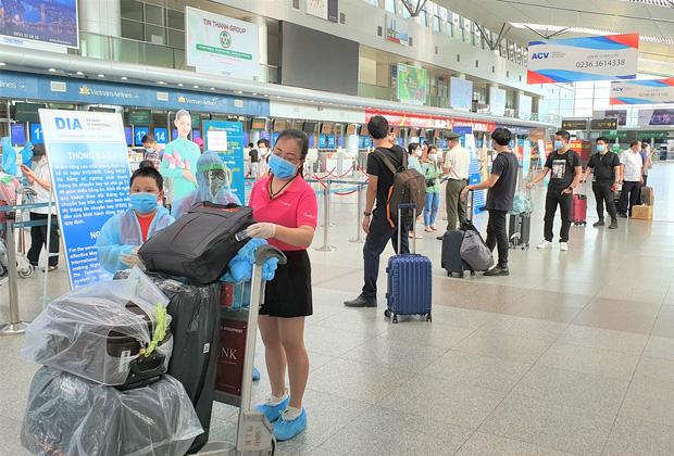 Đà Nẵng bố trí 3 chuyến bay miễn phí đón hơn 600 công dân từ TP.HCM về - Ảnh 1.