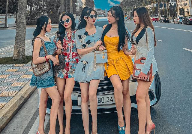 Soi giá dàn xe của hot boy, hot girl tài chính: Đủ loại Mẹc, Porsche giá từ 1,5 tỷ đến 11 tỷ đồng - Ảnh 1.