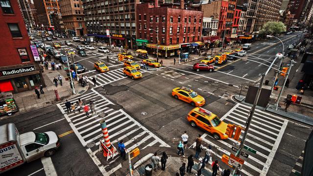 Yêu cầu tài xế giao hàng chỉ rẽ phải, một hãng vận chuyển tiết kiệm được 50 triệu USD, giảm lượng khí thải tương đương 20.000 ô tô chở khách mỗi năm - Ảnh 2.