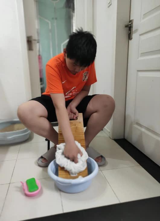Bài tập hè với ván giặt đồ đang gây sốt MXH: Trường học nhận được lời khen nhiệt liệt, lao động truyền thống cũng là kỹ năng  - Ảnh 4.